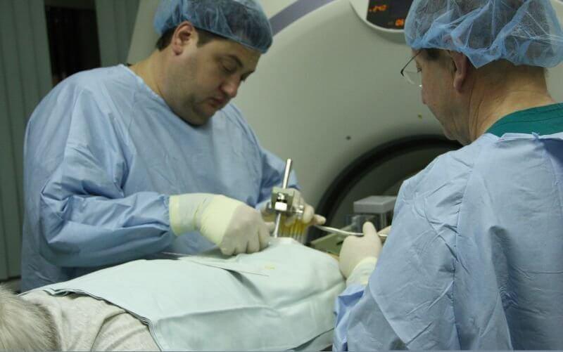 Как проводится брахитерапия рака предстательной железы