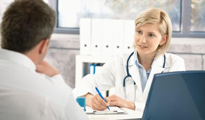 мужскую потливость лечит врач дерматолог